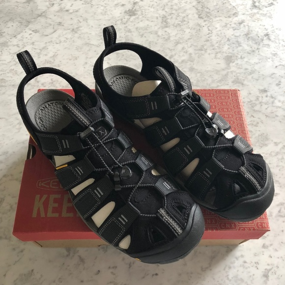 dab00e413149 NWT Keen Clearwater CNX Mens Sandals